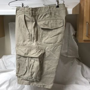 LEVI'S Cargo Shorts.  36.  Tan.  Men's.
